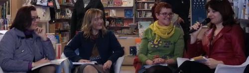 """Pavia, 13 aprile 2013, presentazione dell'antologia """"L'occasione"""" (Galaad, 2012). Da sinistra: Simona Rapparelli (giornalista di Radio Ticino Pavia) e le autrici Valentina Ferri, Francesca Bonafini, Simona Castiglione."""
